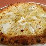 37420609 - 5種チーズのピッツァ 1650円