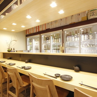 富山の地酒100種を眺めながら至福のひととき