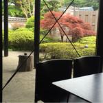 cafe空 - 小さな中庭にはが都会の喧騒を忘れさせてくれる!