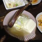 もつしげ - 豆腐塩煮込み