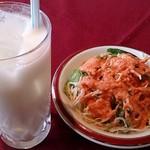 インドレストラン&バー ムナル - Munal @西葛西 ランチに付くサラダとドリンクはラッシーを選んで