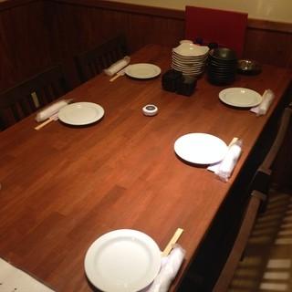 落ち着いた空間でお食事できます