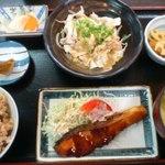 居酒屋 嵯峨 - 薬膳定食には黒にんにくがついています。