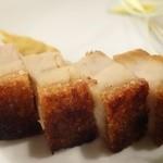 37430616 - 皮付き豚バラ肉のクリスピー焼