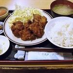 福徳食堂 - 鶏の唐揚げ定食生卵付 810円 (^^b