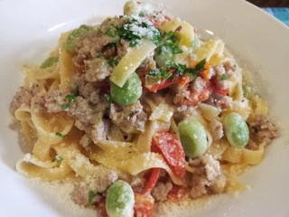 クッチーナ イタリアーナ ズッカ - 恵庭産カモのサルシッチャとそら豆とチェリートマトのタリアテッレ