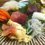 美キ家 - 白魚と鮪、烏賊が美味しかった刺身の盛り合わせ。