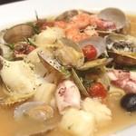 サクラサイドテラス - アクアパッツァ(^_^)魚介がおいしい〜。今日はいじらないでね…