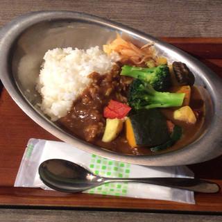 プラットフォームカフェ 西国分寺店 - 彩り野菜カレー600円 野菜がたくさん入ってるが肝心のカレールーが後半足りなくなる惜しい一品!