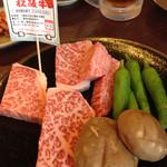 一升びん 本店 - A5ランクの松阪牛特選。【写真は2人前】
