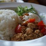 GREEN RATTAN - 鶏挽肉のバジルご飯