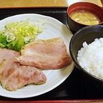 日の出牧場 - 骨付きポークグリル 900円 (2014/5)(^^b
