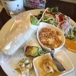 37443906 - 完熟アボカドとエビフライのトルティーヤプレート★スープ付き(¥900)