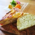 ユニオンサンドヤード - 三浦野菜のキッシュ、かぶ菜とクレソンの自家製パン
