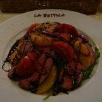 ラ・ベットラ・ダ・オチアイ - 鴨の燻製とオレンジのサラダ