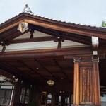 奈良ホテル - 1909年創業、明治大正を代表する建築です