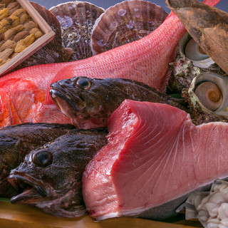 市場で仕入れた、新鮮な魚介!