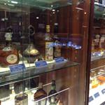 ニッカウヰスキー仙台工場 宮城峡蒸留所 - 歴代のウイスキー棚