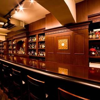 銀座の日比谷Barでは一番長いカウンター「止まり木」