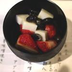 地酒と料理 高田馬場研究所 - 宗玄酒粕と黒豆の苺蜜豆 (2015/04)