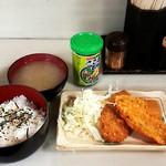 俵や - 鮭・鯵フライ定食(500円)