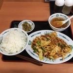 日高屋 - バクダン炒め定食670円、野菜を唐辛子と一緒に炒めて思ったほどは辛過ぎず。