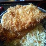 福多屋 - ソースかつ定食:下はキャベツ