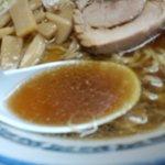 まんぼう亭 - 何重層にも様々な味が含まれるスープは素晴らしい。
