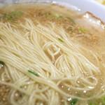 味好ラーメン - アッサリめのスープに細めの麺。美味しかったです。