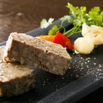 熟成豚とサフォークラムレバーのパテ・ド・カンパーニュ