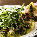 ビストロガストロス - 信玄鶏と仏産キノコのピッツァ