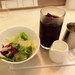ラ・トック - サラダ、アイスコーヒー(セット)