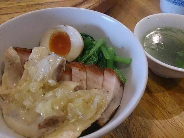 金陵 - 皮つき焼豚&蒸し鶏