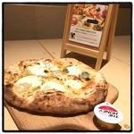 ピッツァフォルノカフェ - チンクエフォルマッジ。 新メニュー。 相変わらず安くて美味い。