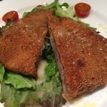EATALY - 牛フィレのカツレツ。さっくりと揚がっていて食感も抜群です。