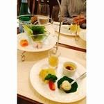 カッポリエンテ - 料理写真:前菜盛り合わせ、葉野菜の真空調理、ベーコン、サーモン
