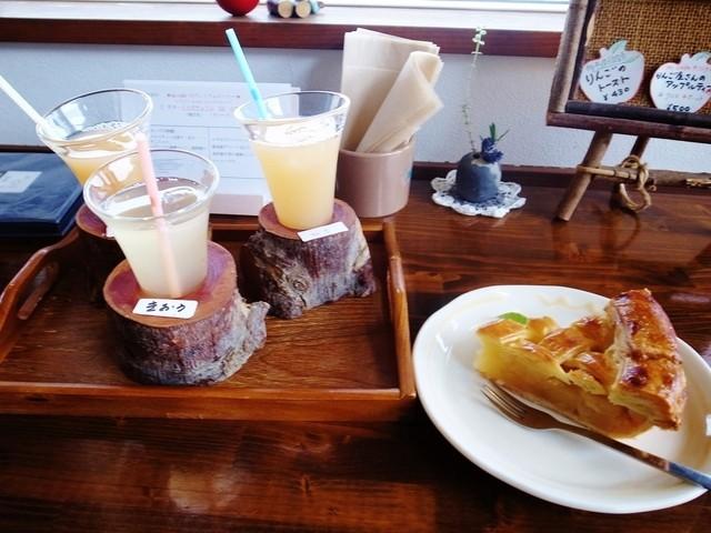mi cafe - りんごジュース飲み比べセットとアップルパイ