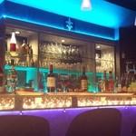 Bar Kitchen Keep - 照明にこだわったカウンターとお洒落な店内