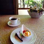 ノラズカフェ - 料理写真:ガトーショコラとコーヒー