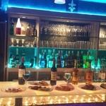 Bar Kitchen Keep - 居心地の良い空間を演出するカウンター正面