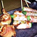 新宿かっぱ - (2015.4.30再訪)トマト肉巻とアスパラベーコン各180円(税別)