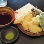 37484926 - おすすめ天ぷら5点盛り(650円税別)。