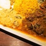 カレー週イチ - スリランカプレート(レンズ豆のカレー、鹿肉のカレー)