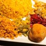 カレー週イチ - スリランカプレート(ココナッツのふりかけ、平三度豆の煮物、スリランカ風コロッケ、ビーツのカレー、レンコンのスパイス炒め)