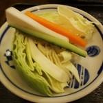 kushikoubourai - 生野菜 食べ放題。新鮮でシャキシャキ食感の野菜を 美味しいお塩で頂ます。