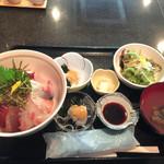37490184 - 名物・海鮮丼750円