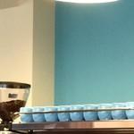 コージーコーヒー - 壁の色と合わせ、カップの色もが優しいムードを醸しています