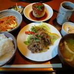 37498938 - 【日替わりランチ 700円】(小皿・肉料理・魚料理・味噌汁・香の物・デザート)