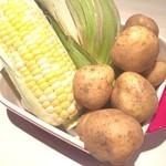 手づかみシーフード Makky's The Boiling Shrimp - トッピングの新鮮野菜
