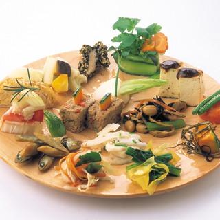 野菜たっぷり、体に優しい自然食が食べ放題!